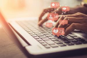 Social media manager tracking metrics online